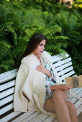 Wool and cashmere poncho with sleeves (beige)