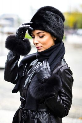 Mink fur hat, cashmere scarf and leather gloves set in black
