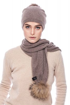 Knitted brown cashmere and wool set with pompoms