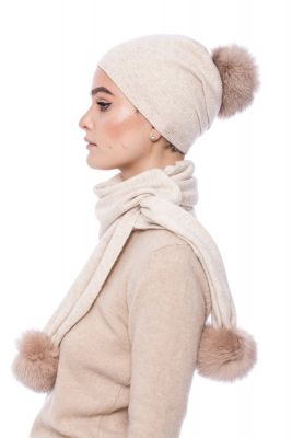 Knitted beige cashmere and wool set with pompoms