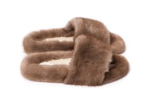 Slippers with mink fur in brown colour
