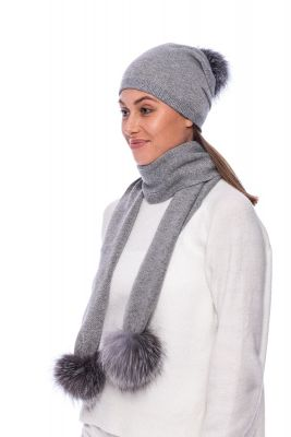 Knitted  grey cashmere and wool set with pompoms