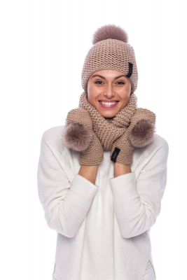 Knitted beige wool set