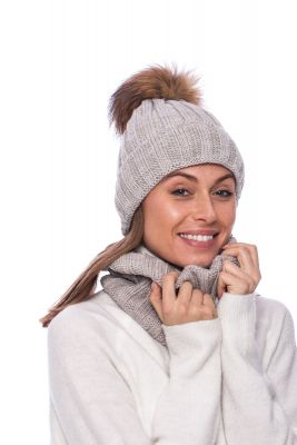 Set of wool snood and hat with pompom (beige)