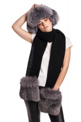 Wide Wool scarf black with blue silver fox fur pockets