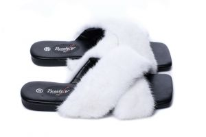 Slippers with mink fur white