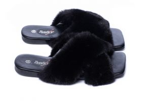 Slippers with mink fur black