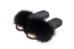 Slippers with black fox fur