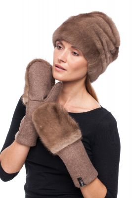 Set of mink fur hat and wool mittens