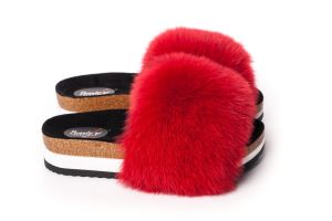 Slippers with fox fur in red