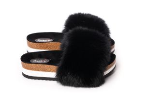 Slippers with fox fur in black