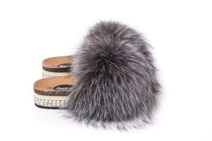 Slippers with fox fur