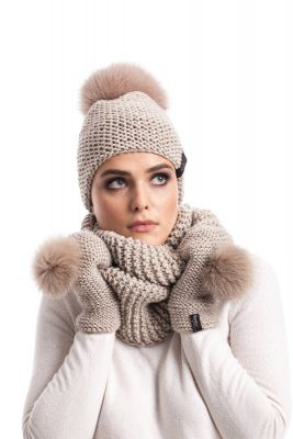 Knitted light beige wool set