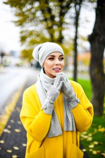 Cashmere and wool hat, scarf and wool gloves  set in grey