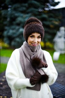 Knitted mink/fox hat, cashmere and wool scarf and wool gloves set